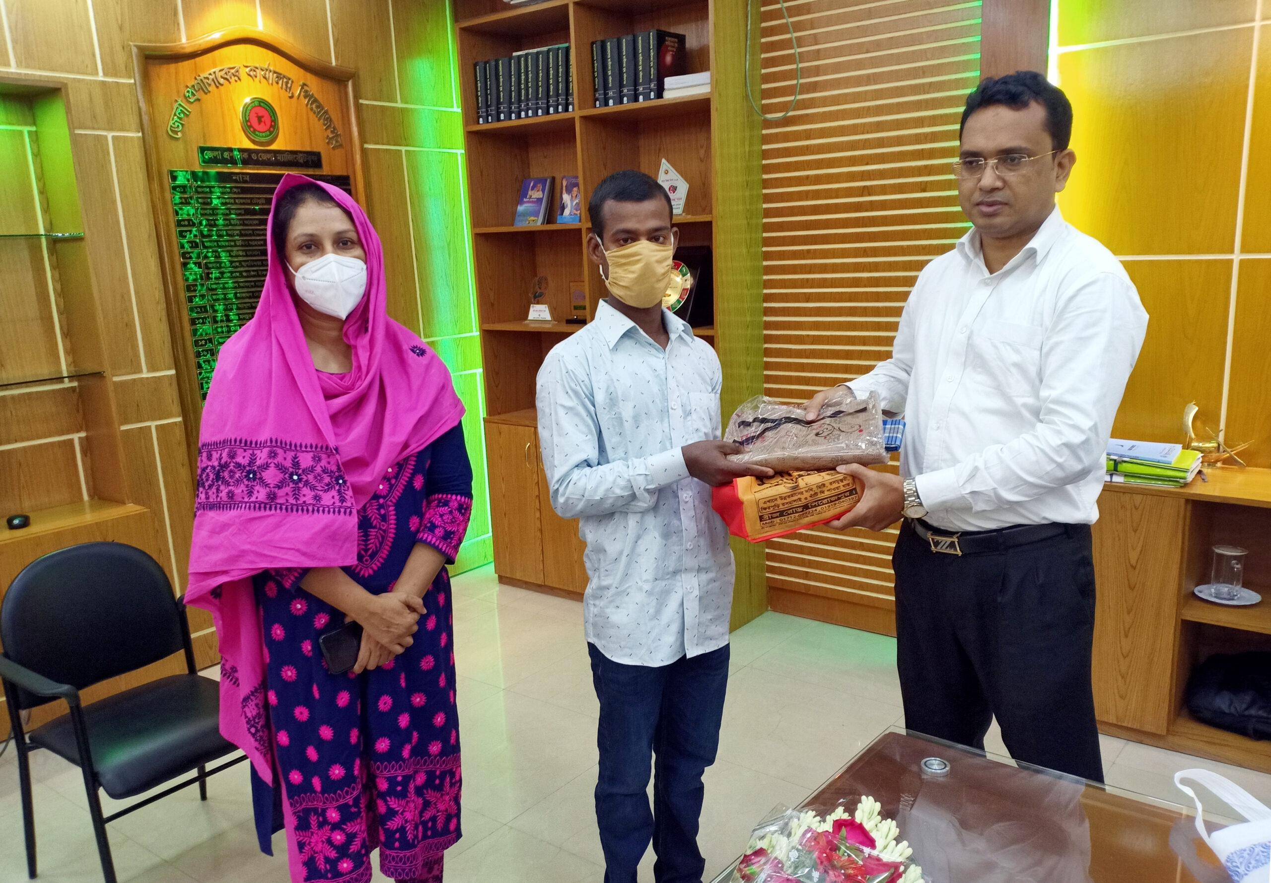 ১ টাকায় সরকারি চাকরী দিলেন পিরোজপুরের ডিসি সাজ্জাদ হোসেন